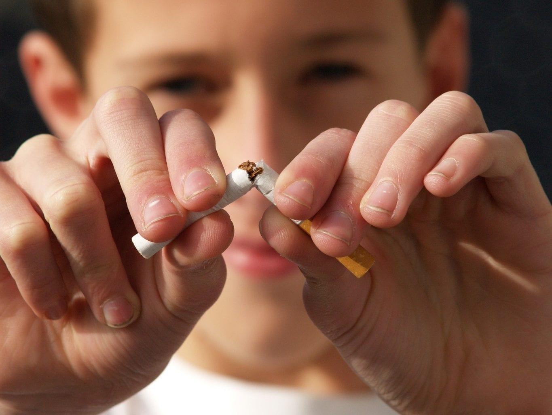 ילד במשפחה מעשנת